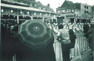 Trommelaars in Canteclaerstoet, Deinze, 1970