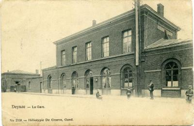 Het eerste stationsgebouw van Deinze