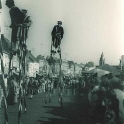 Steltenlopers in Canteclaerstoet, Deinze, 1975