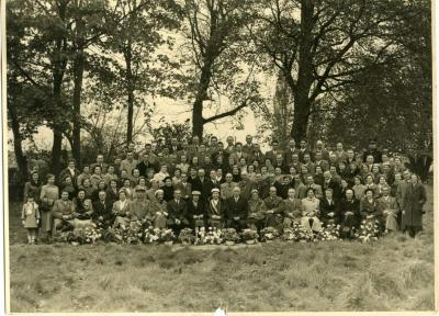Personeelsfoto Filature d 'Olsene n.a.v. viering Joseph Martens