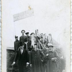 Blik op wagen in Zultse bevrijdingsstoet