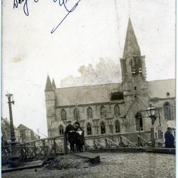 Oorlogsschade aan de O.L.V.-kerk van Deinze