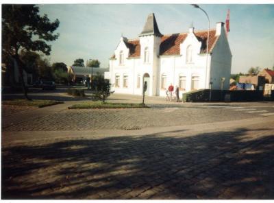 Het Oud Gemeentehuis vlak voor de afbraak