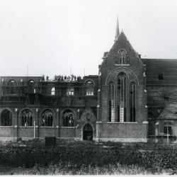 De Eekse kerk in volle heropbouw