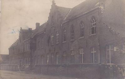 Het beschadigde klooster van Olsene